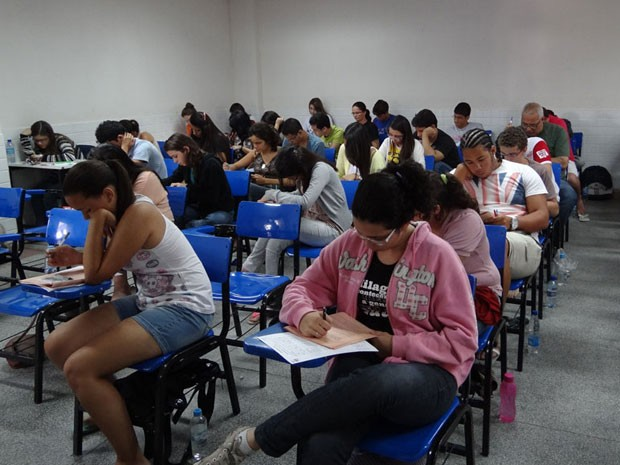 UPE registra abstenção de 20,29% no 2º dia de provas do vestibular (Foto: Katherine Coutinho / G1)