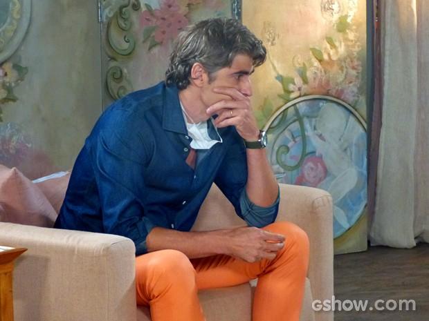 Cadu passa por saia justa em jantar de família (Foto: Em Família/ TV Globo)