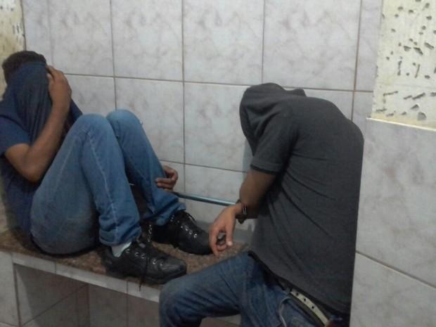 Suspeitos foram encontrados e encontram-se presos na delegacia de Matão (Foto: Huncas Carvalho/Jornalista)