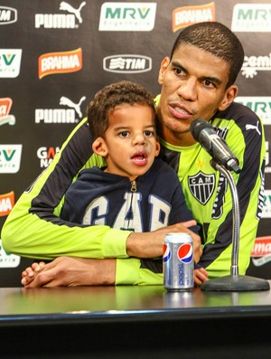 Zagueiro Leonardo Silva durante entrevista coletiva na Cidade do Galo (Foto: Bruno Cantini/Flickr do Atlético-MG)