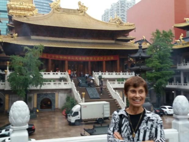 Arcelina Helena, de Goiás, visita templo na China (Foto: Arquivo Pessoal/Arcelina Helena)