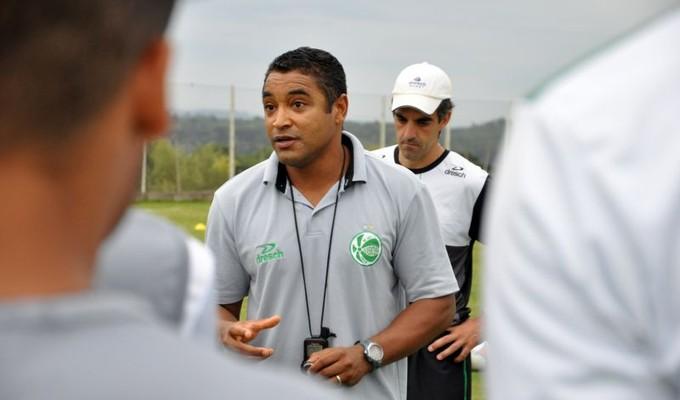 Roger no primeiro treino no comando da equipe do Juventude (Foto: Arthur Dallegrave/Divulgação/Juventude)