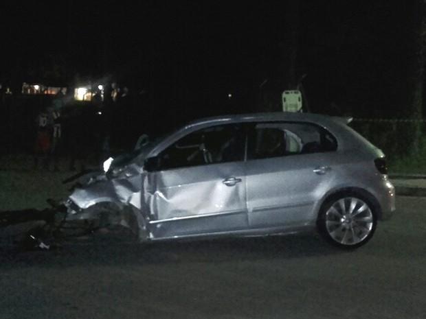 Veículo envolvido em acidente na rodovia SP-52, trecho de Cruzeiro, teve o eixo dianteiro e o motor lançados a mais de 20 metros. (Foto: Célio Pereira/ Vanguarda Repórter)
