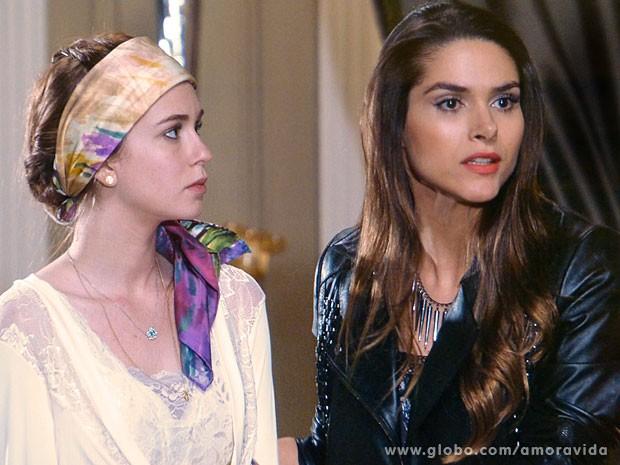 Nicole fica chocada com grosseria de Leila (Foto: Amor à Vida/ TV Globo)