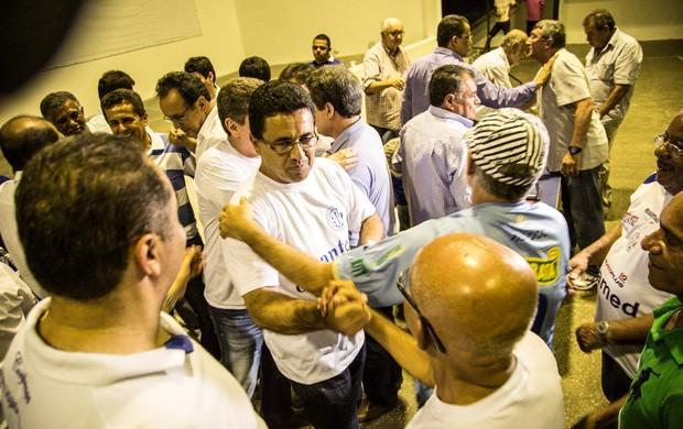 Presidente do Confiança foi parabenizado pelos torcedores (Foto: Filippe Araújo/FSF)