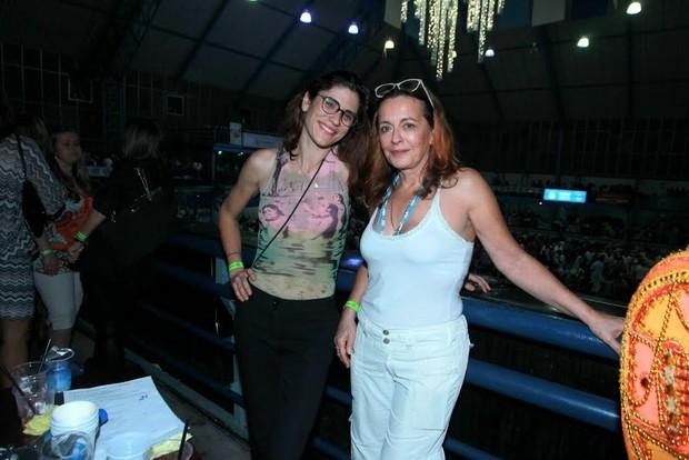 Maria Zilda com a mulher Ana Kalil em noite de samba no Rio (Foto: Marcello Sá Barreto/Ag News)