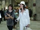 Luciana Gimenez e o filho chegam ao Rio para show de Mick Jagger