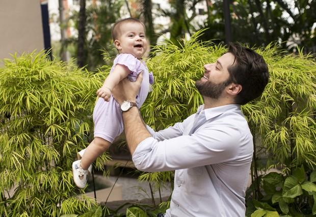 André com a filha, Julia (Foto: Iwi Onodera/ EGO)