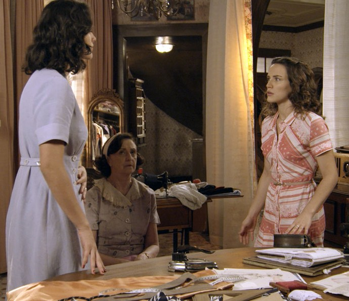 Filó conta a Maria que Candinho era mal tratado na fazenda (Foto: TV Globo)