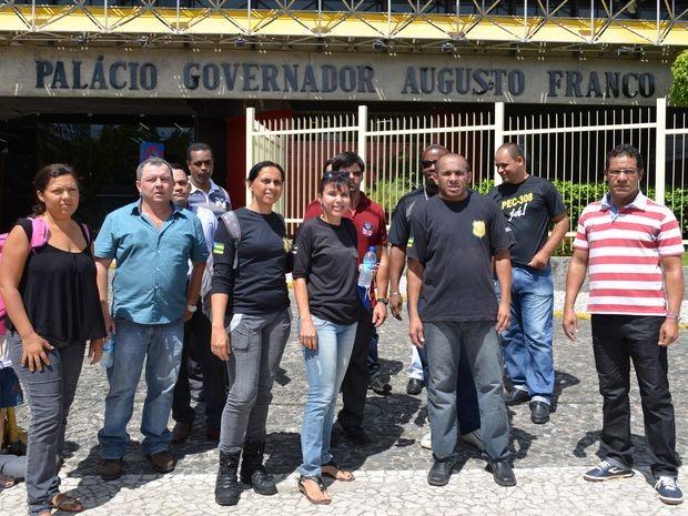 Agentes pedem promoção de nível e consequente aumento de salário (Foto: Marina Fontenele/G1)
