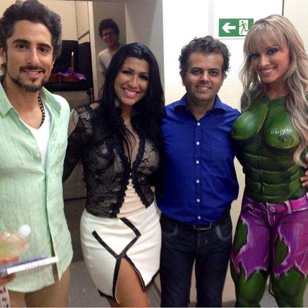 Marcos Mion, Mulher Moranguinho, o artístia plástico W. Veríssimo e Juju Salimeni em bastidores de programa em São Paulo (Foto: Instagram/ Reprodução)