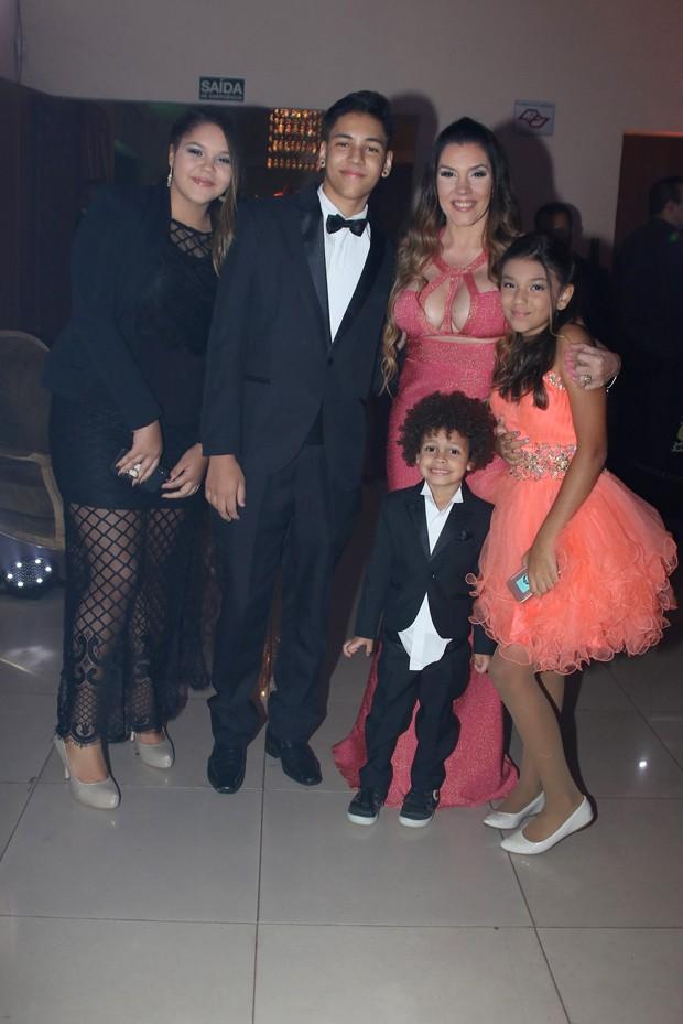 Simony com os filhos (Foto: Thiago Duran/AgNews )