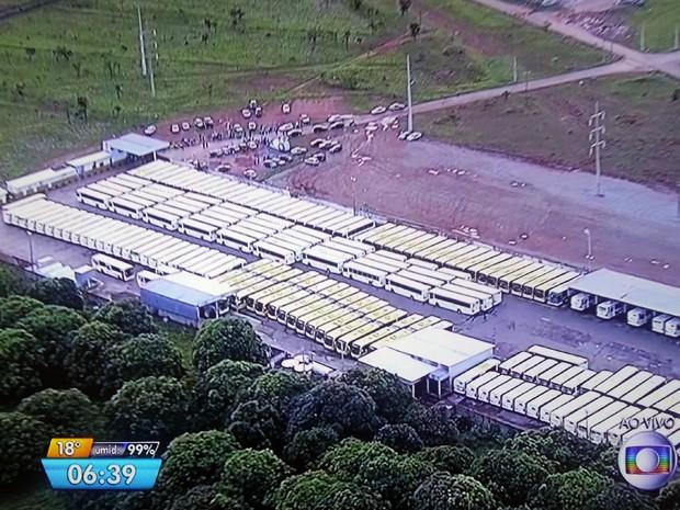 Ônibus parados na garagem da Pioneira em Santa Maria, no Distrito Federal (Foto: TV Globo/Reprodução)