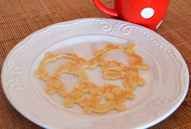 Para o café da manhã dos namorados: minipanqueca de coração (Foto: Tonia Machado/ Meus 5 Minutos)