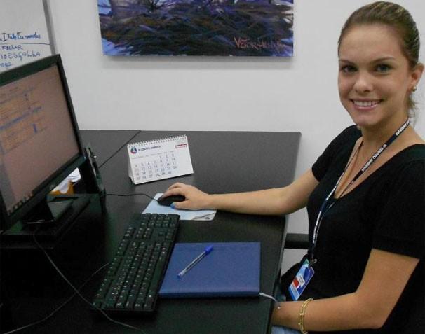 Tharyana é repórter no É Bem Mato Grosso. (Foto: Reprodução/TVCA)