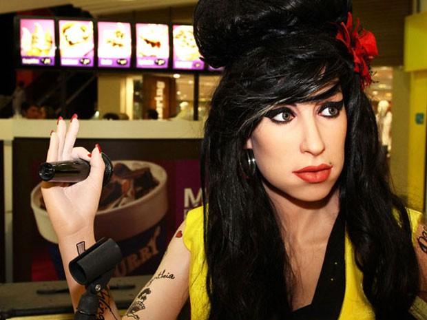 Entre os bonecos de cera, há Amy Winehouse, Michael Jackson, Justin Bieber, Robert Pattinson, Brad Pitt e o papa João Paulo II. Ao todo, são 51 personagens. Alguns bonecos são inéditos no país como Giselle Bundchen, Neymar, R2D2 (Star Wars), Clint Eastwoo (Foto: Divulgação)