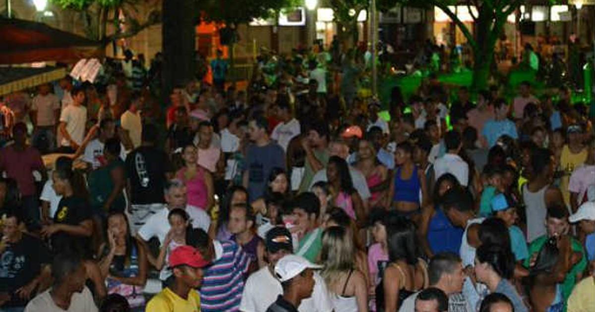 Carnaval com blocos e desfiles de escolas é antecipado em Muriaé - Globo.com
