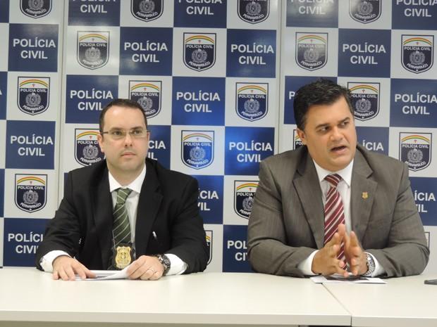 Delegado Fernando José Souza Filho e o diretor de polícia especializada Joselito Kelner. (Foto: Moema França / G1)