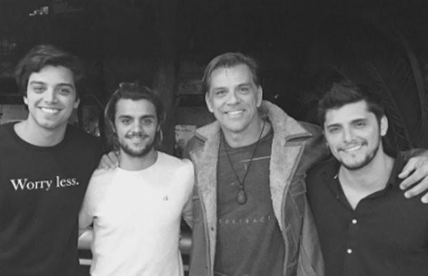 Rodrigo Simas, Felipe Simas, Beto Simas e Bruno Gissoni (Foto: Reprodução/Instagram)