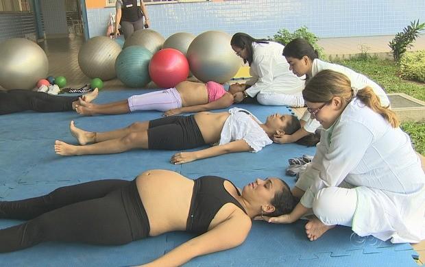 Grávidas participam de exercícios para aliviar dores antes do parto (Foto: Amazonas TV)