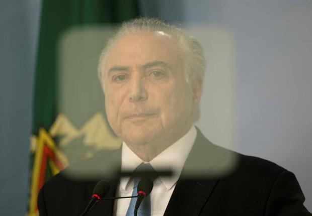 Michel Temer discursa após Câmara negar admissibilidade de denúncia contra o presidente (Foto: Joédson Alves/EFE)