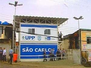Base da UPP foi atacada na noite de domingo (1º) (Foto: Reprodução/TV Globo)