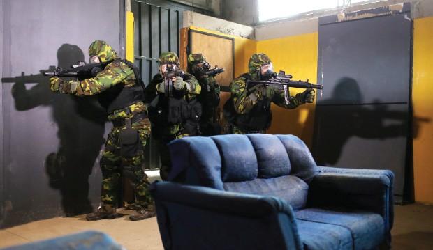 TROPA DE ELITE Treino das Forças Especiais do Exército em Goiás. O grupo tem sido preparado para enfrentar possíveis ameaças terroristas em território brasileiro (Foto: Celso Junior/ÉPOCA)
