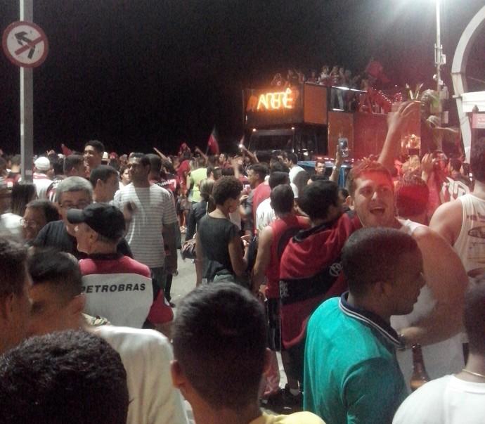 Torcedores do Flamengo fazem a festa na Praia do Forte em Cabo Frio, na Região dos Lagos (Foto: Guilherme Sherman)