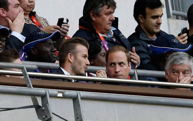 Beckham e Príncipe William, Grã-Bretanha x Emirado Árabes  (Foto: Agência AP)