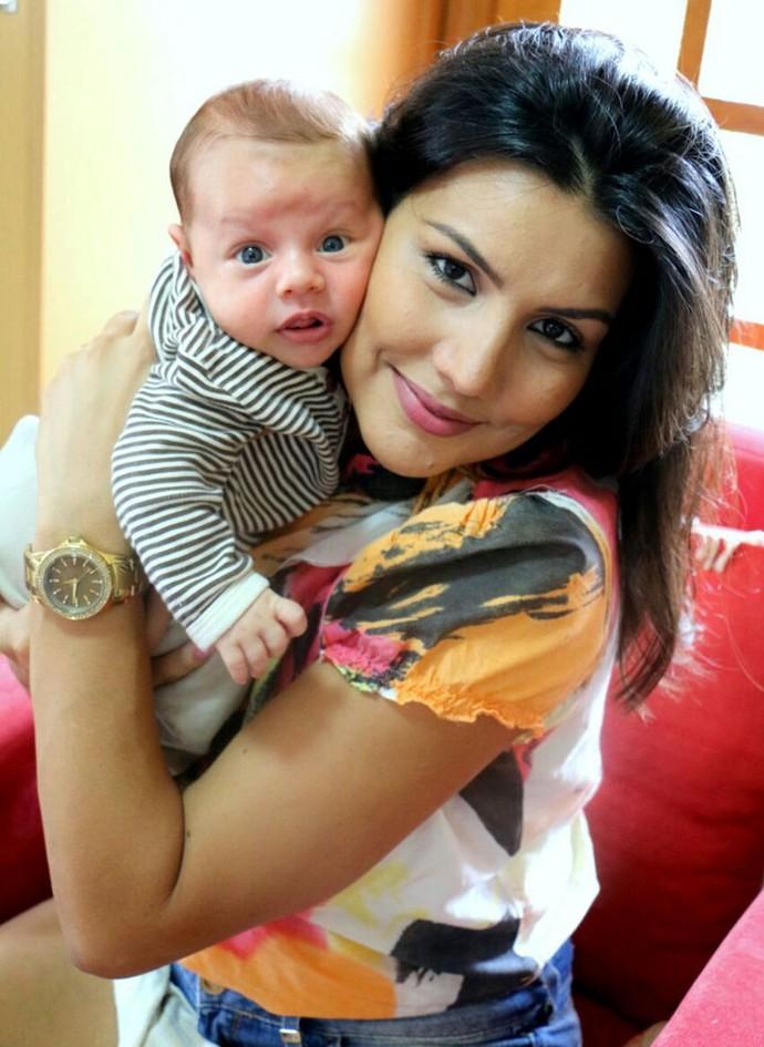 Mariana Felício com Antônio em Minas Gerais (Foto: Marta Figueiredo)