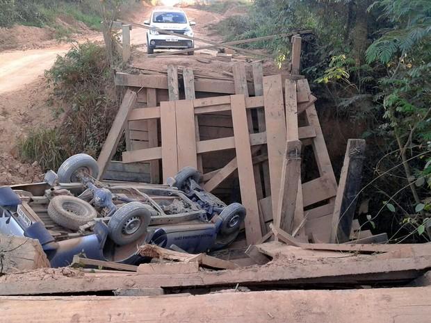 Policiais não tiveram ferimentos e usavam cinto de segurança, segundo a Polícia Civil (Foto: Assessoria/Polícia Civil de MT)
