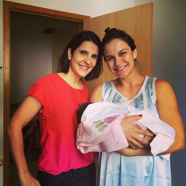 Vanessa Riche e Kyra Gracie com a pequena Ayra (Foto: reprodução/instagram)