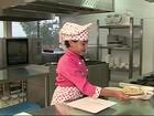 Menina segue passos da mãe e vira 'mini chef' de cozinha em São Caetano