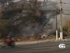 Incêndio atinge área de vegetação na Ladeira Geraldo Melo, em Maceió