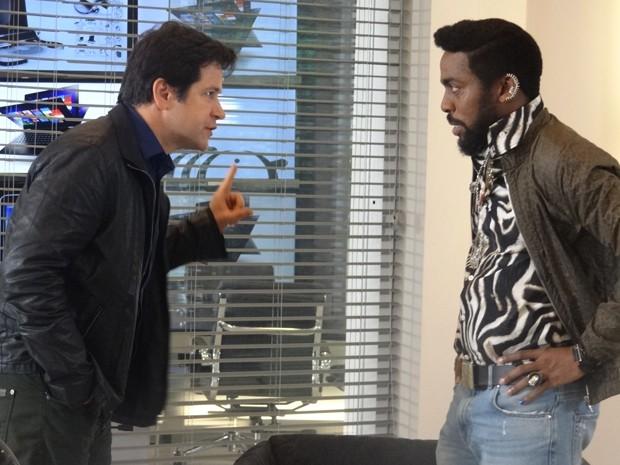 Jonas desiste de entrar na justiça, mas diz que não vai deixar Júnior vingar (Foto: Geração Brasil/TV Globo)