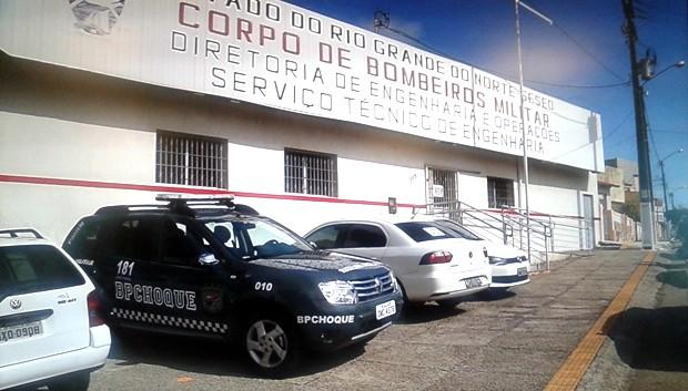 Mandados de busca também foram cumpridos na Diretoria de Engenharia e Operações do Corpo de Bombeiros do RN (Foto: Reprodução/Inter TV Cabugi)