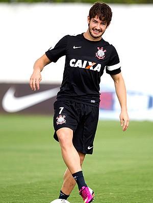 Pato no treino do Corinthians (Foto: Daniel Augusto Jr. / Ag. Corinthians)