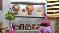 Madeira é transformada em peças criativas, coloridas e feitas manualmente por comunitários
