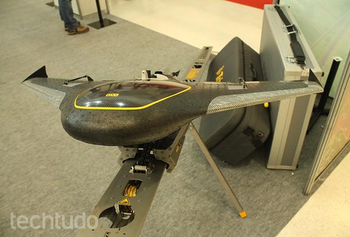 O Trimble Ux5, capaz de mapear grandes áreas, decola através de uma catapulta  (Foto: Leonardo Ávila/TechTudo)