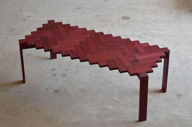 Designer cria mesa de jantar inspirada em pisos de taco (Foto: divulgação)