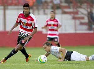 Rodrigo Tiuí, do Linense, contra o São Bernardo, pelo Paulistão 2014 (Foto: José Luís Silva / AGIL / CA Linense)