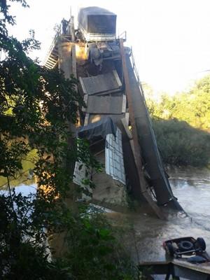 Ponte caiu em Jaguari, RS (Foto: Fábio Pinto/Arquivo pessoal)