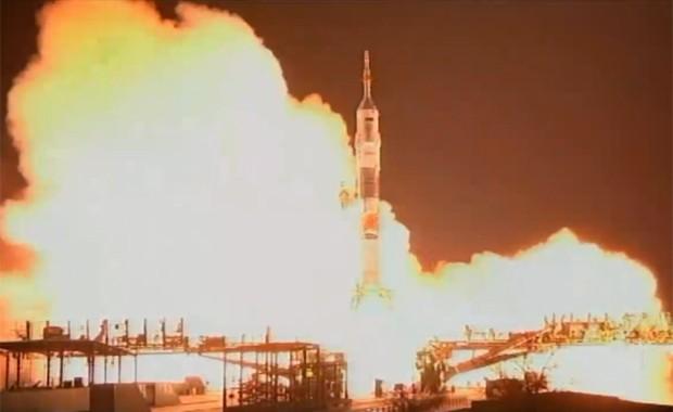 Foguete Soyuz durante lançamento no Casaquistão na tarde deste domingo (23) (Foto: Divulgação / Twitter.com/Nasa)