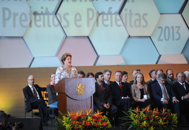 A presidente Dilma Rousseff dicursa durante encontro com prefeitos em Brasília (Foto: Fabio Rodigues Pozzebom/ABr)