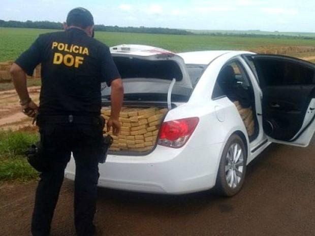 Droga estava escondida no porta-malas e no interior do veículo (Foto: Divulgação/ DOF)