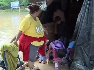 Moradores das Ilhas de Porto Alegre (Foto: Reprodução/RBS TV)