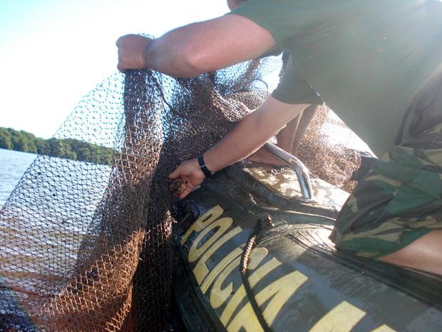 Rede de pesca apreendida pelo batalhão de polícia militar ambiental (BPMA). (Foto: Reprodução/TV Gazeta)