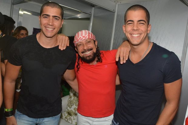 Bell Marques com os filhos Rafael, à esquerda, e Filipe (Foto: Caio Duran/Agnews)