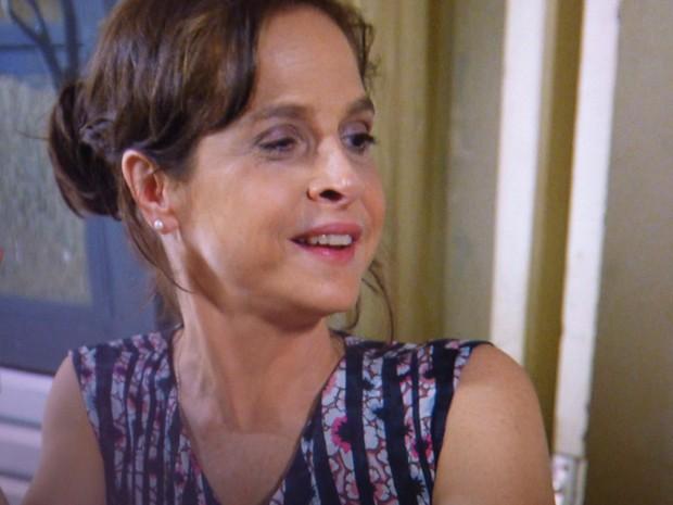 Até Cora fica impressionada com o look de Cris (Foto: Gshow)