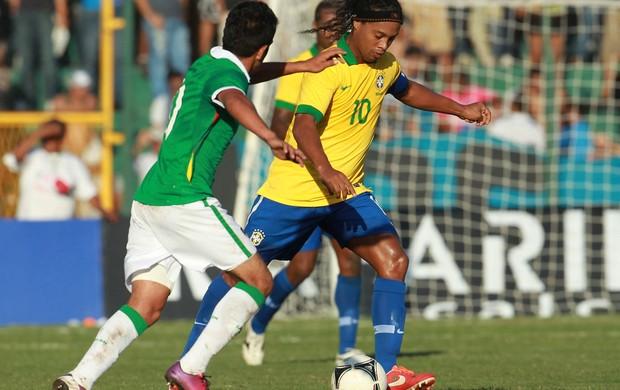 ronaldinho gaucho brasil x bolivia (Foto: AP)